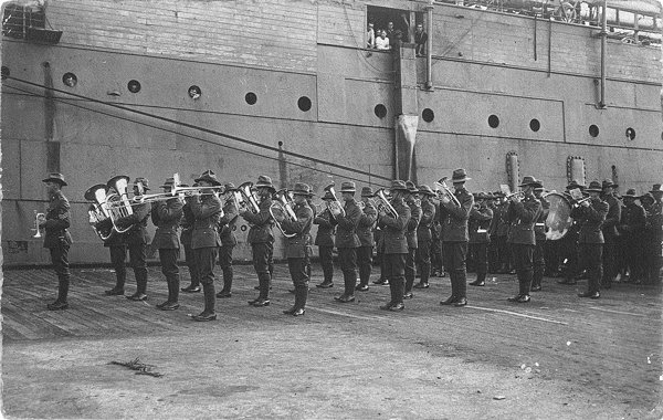 photo of Canterbury Infantry Band at Hobart Wharf